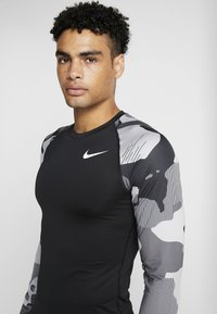Nike Performance - SLIM CAMO  - Sports shirt - black/white - 4