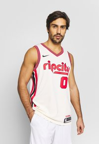 Nike Performance - NBA CITY EDITION PORTLAND TRAILBLAZERS DAMIAN LILLARD SWINGMAN - Artykuły klubowe - natural/university red - 0