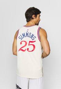 Nike Performance - NBA CITY EDITION PHILADELPIA 76ERS BEN SIMMONS SWINGMAN - Artykuły klubowe - flat opal - 2