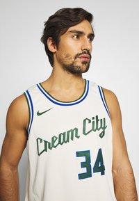 Nike Performance - NBA CITY EDITION MILWAUKEE BUCKS GIANNIS ANTETOKOUNMPO - Klubbklær - flat opal - 3