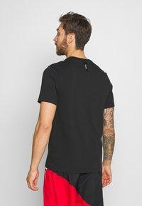 Nike Performance - CITY EXPLORATION EDITION DNA TEE ATLANTA  - Camiseta estampada - black - 2
