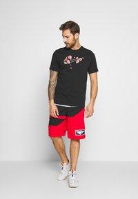 Nike Performance - CITY EXPLORATION EDITION DNA TEE ATLANTA  - Camiseta estampada - black - 1