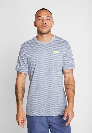 FC DRY TEE SMALL BLOCK - Camiseta estampada - obsidian mist