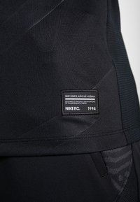 Nike Performance - M NIKE FC HOME JSY SS - Print T-shirt - black/white - 6