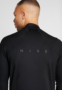 Nike Performance - DRIL - Camiseta de deporte - black - 4