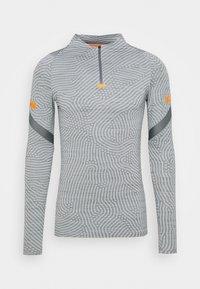 smoke grey/total orange