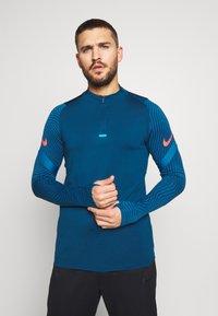 Nike Performance - DRY STRIKE DRILL - Tekninen urheilupaita - valerian blue/laser crimson - 0