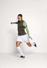Nike Performance - DRY STRIKE DRILL - Sports shirt - cargo khaki/cargo khaki/white - 4