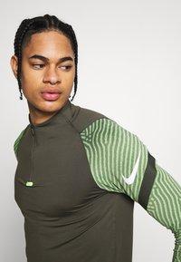 Nike Performance - DRY STRIKE DRILL - Sports shirt - cargo khaki/cargo khaki/white - 6