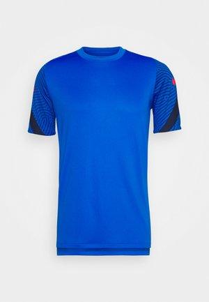 DRY STRIKE - T-shirt z nadrukiem - soar/midnight navy/laser crimson