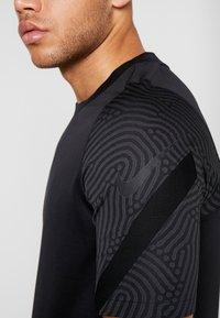 Nike Performance - DRY  - Camiseta estampada - black/anthracite - 6