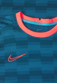 Nike Performance - DRY - Camiseta estampada - laser blue/laser blue/laser crimson - 2