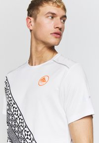 Nike Performance - Print T-shirt - summit white - 3