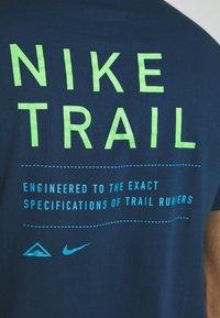 Nike Performance - DRY TEE TRAIL - Camiseta estampada - valerian blue - 6