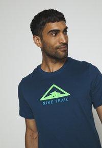 Nike Performance - DRY TEE TRAIL - Camiseta estampada - valerian blue - 3