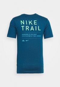 Nike Performance - DRY TEE TRAIL - Camiseta estampada - valerian blue - 7