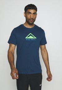 Nike Performance - DRY TEE TRAIL - Camiseta estampada - valerian blue - 0