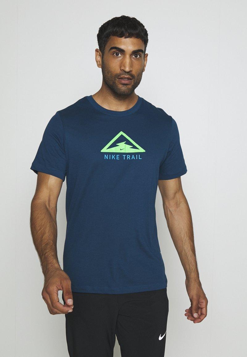 Nike Performance - DRY TEE TRAIL - Camiseta estampada - valerian blue