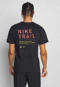Nike Performance - DRY TEE TRAIL - Printtipaita - black - 2