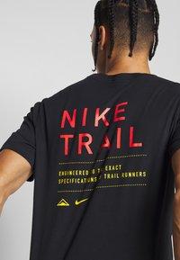 Nike Performance - DRY TEE TRAIL - Printtipaita - black - 5