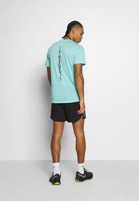 Nike Performance - RISE  - Camiseta estampada - vivid purple/reflective silver - 2