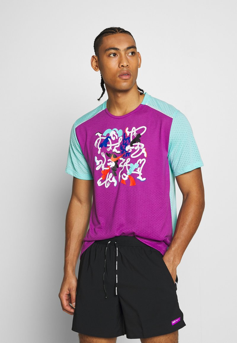 Nike Performance - RISE  - Camiseta estampada - vivid purple/reflective silver