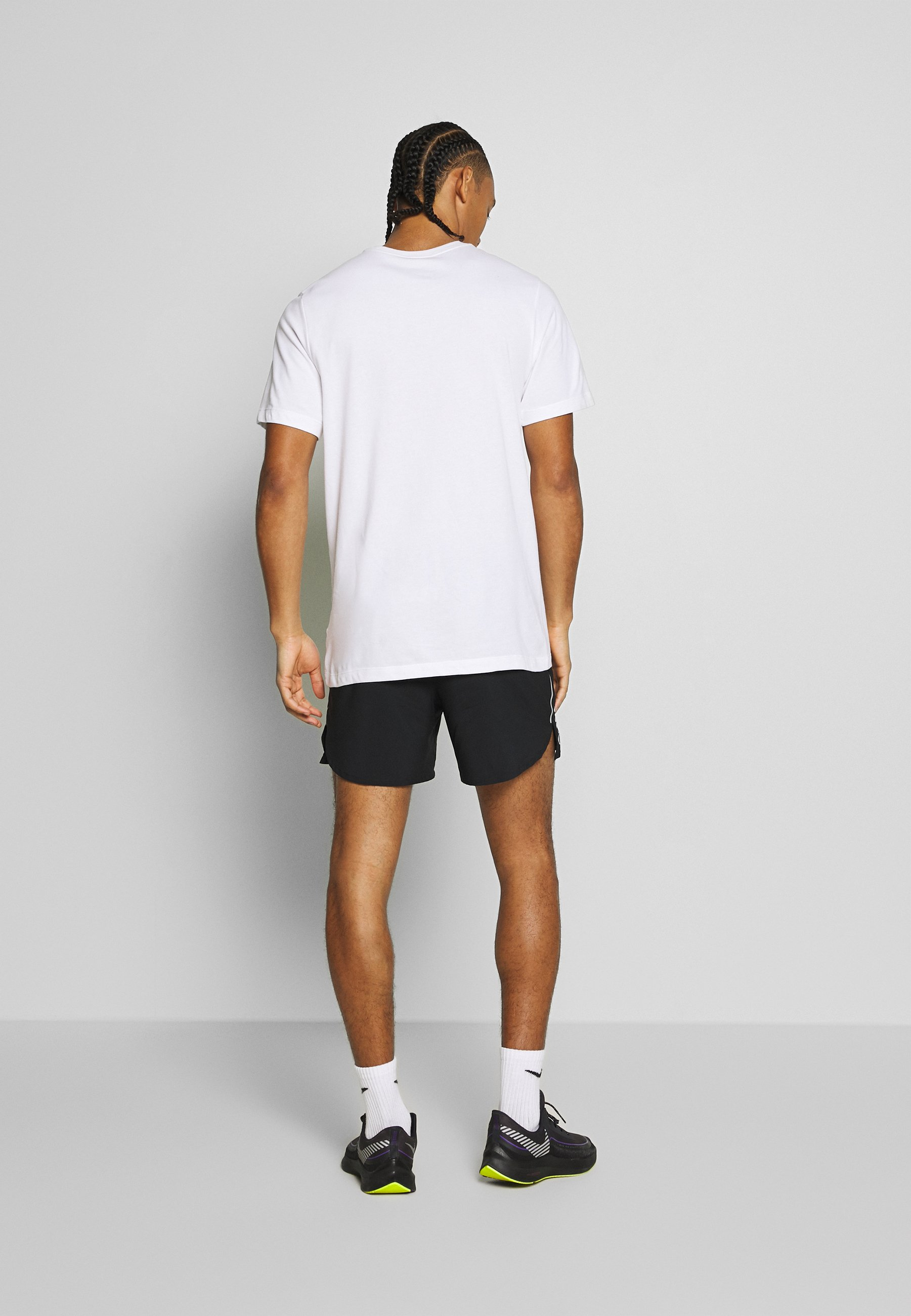 Nike Performance DRY TEE TOKYO - T-shirt con stampa - white