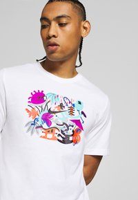 Nike Performance - DRY TEE TOKYO - Camiseta estampada - white - 4