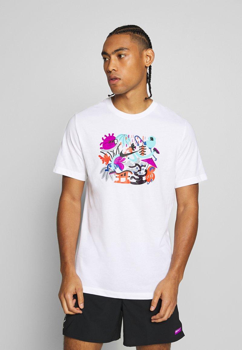 Nike Performance - DRY TEE TOKYO - Camiseta estampada - white