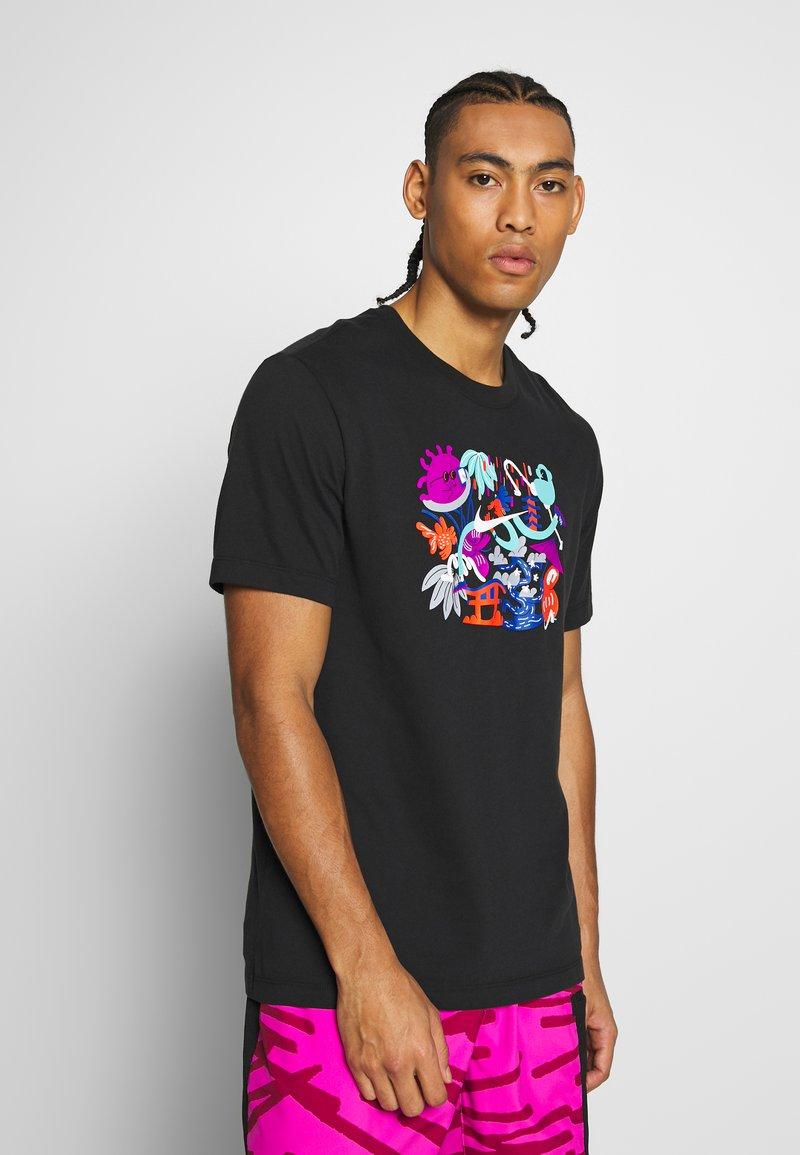 Nike Performance - DRY TEE TOKYO - T-shirt imprimé - black