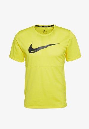BREATHE RUN - Camiseta estampada - opti yellow/dark smoke grey