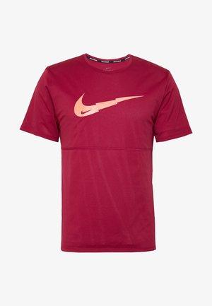 BREATHE RUN - Camiseta estampada - noble red