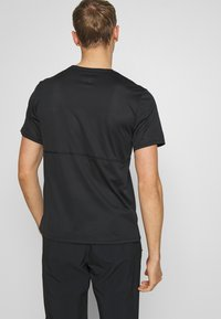 Nike Performance - BREATHE RUN - T-shirt imprimé - black - 2