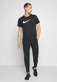 Nike Performance - BREATHE RUN - T-shirt imprimé - black - 1