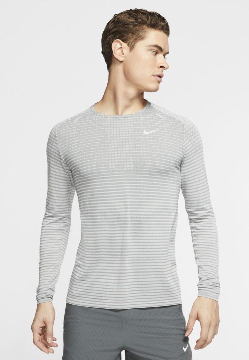 Nike Performance - ULTRA - T-shirt de sport - smoke grey/light smoke grey