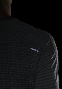 Nike Performance - ULTRA - T-shirt de sport - smoke grey/light smoke grey - 5