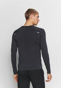 Nike Performance - M NK TECHKNIT ULTRA LS - Long sleeved top - black/dark smoke grey/reflective silver - 2