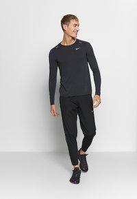 Nike Performance - M NK TECHKNIT ULTRA LS - Long sleeved top - black/dark smoke grey/reflective silver - 1