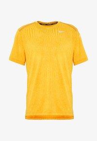 Nike Performance - M NK DRY MILER SS JACQUARD FF - Camiseta estampada - magma orange/laser orange - 3