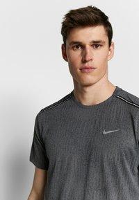 Nike Performance - DRY MILER - T-shirt print - black/iron grey - 3