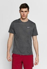 Nike Performance - DRY MILER - T-shirt print - black/iron grey - 0