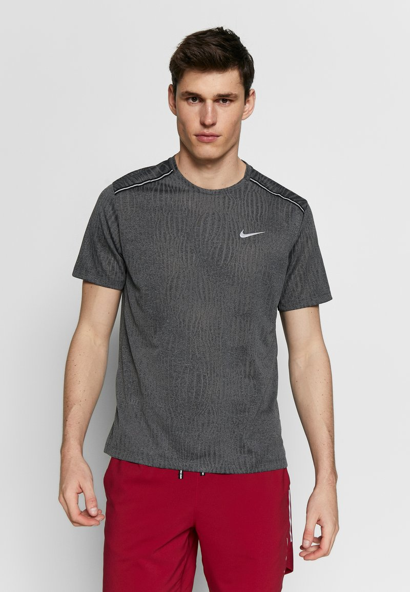 Nike Performance - DRY MILER - T-shirt print - black/iron grey