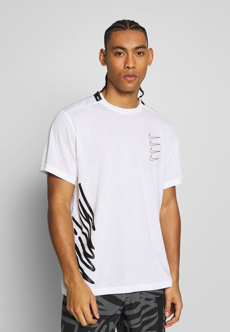 Nike Performance - T-shirt imprimé - white/black