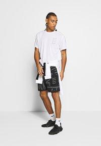 Nike Performance - T-shirt imprimé - white/black - 1