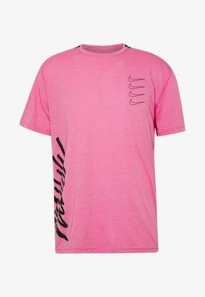 T-shirt z nadrukiem - active fuchsia/laser crimson