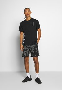 Nike Performance - Camiseta estampada - black/white - 1
