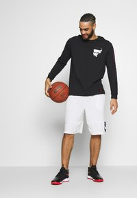 Nike Performance - NBA CHICAGO BULLS LONG SLEEVE - Artykuły klubowe - black - 1