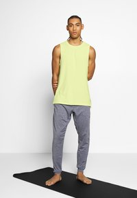 Nike Performance - DRY TANK YOGA - Camiseta de deporte - limelight/black - 1