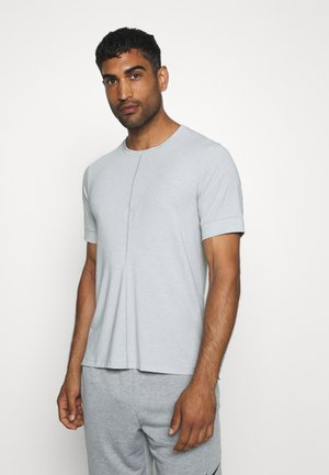 DRY YOGA - Basic T-shirt - light smoke grey/black