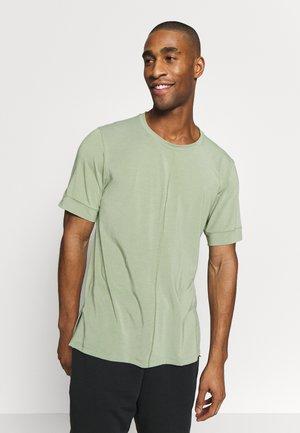 DRY YOGA - Camiseta básica - oil green/black